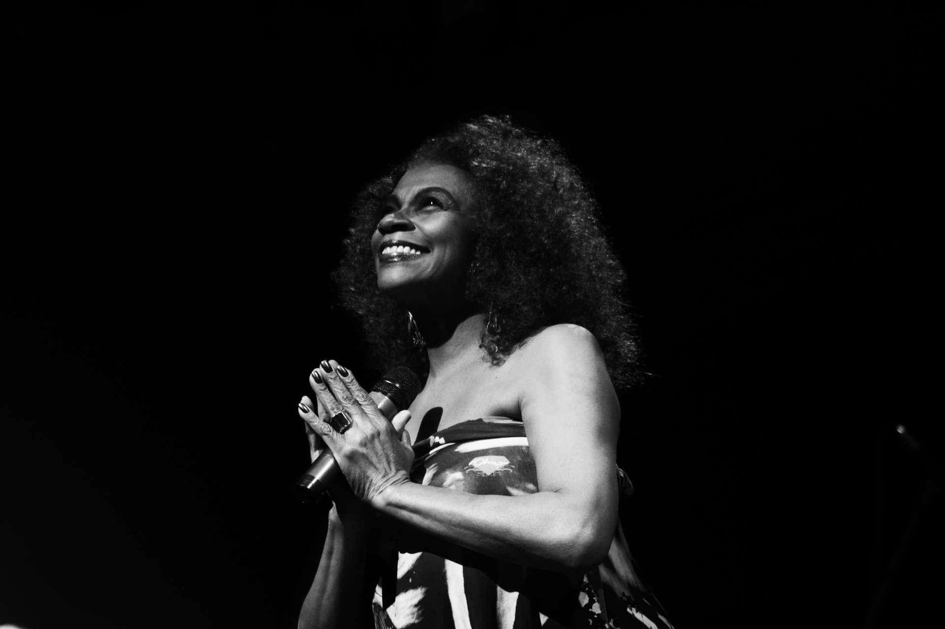 Zezé Motta interpreta músicas de Elizeth Cardoso há quase duas décadas (Foto: Jardiel Carvalho)