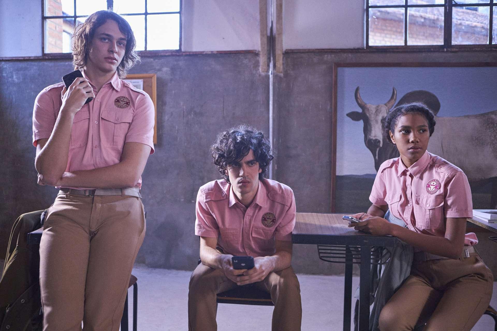 Chico (Michel Joelsas), Alex (Caio Horowicz) e Fran (Iza Moreira) estão no centro da trama (Foto: VANS BUMBEERS / DIVULGAÇÃO)