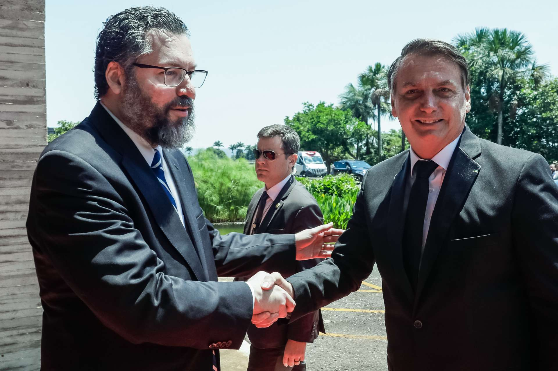 Muito ligado ao guru Olavo de Carvalho, chanceler Ernesto Araújo tem protagonizado uma política externa errática à frente do Itamaraty