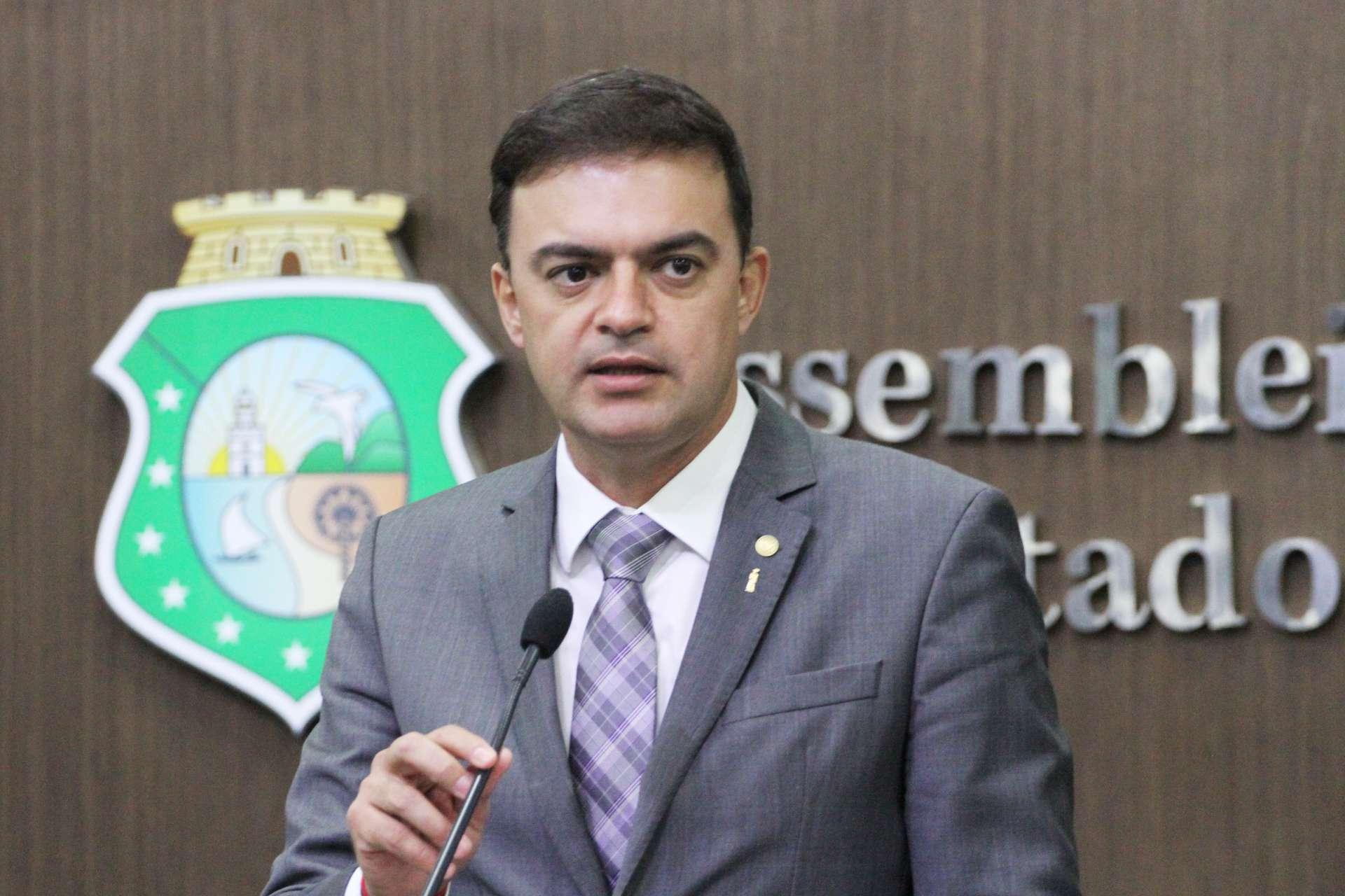 Atualmente deputado estadual e vice-presidente da AL-CE, Fernando Santana foi cogitado para a disputa em Juazeiro do Norte