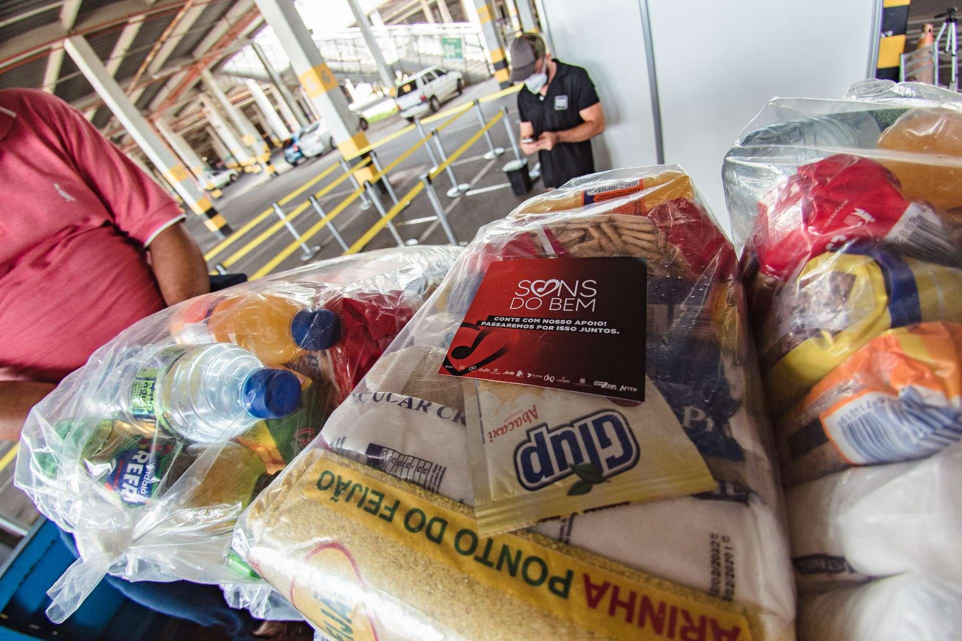 A ação solidária Sons do Bem arrecadou e doou cestas básicas para trabalhadores do setor de shows e eventos desde abril (Foto: Culture Filmes - Sons do Bem / Divulgação)