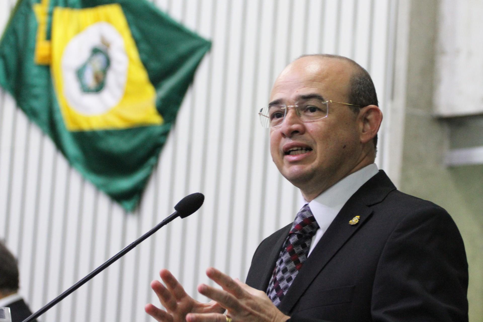 Sérgio Aguiar busca nomes para suceder a atual prefeita, Mônica Aguiar, para a disputa pela Prefeitura de Camocim. Mônica também é esposa de Sérgio
