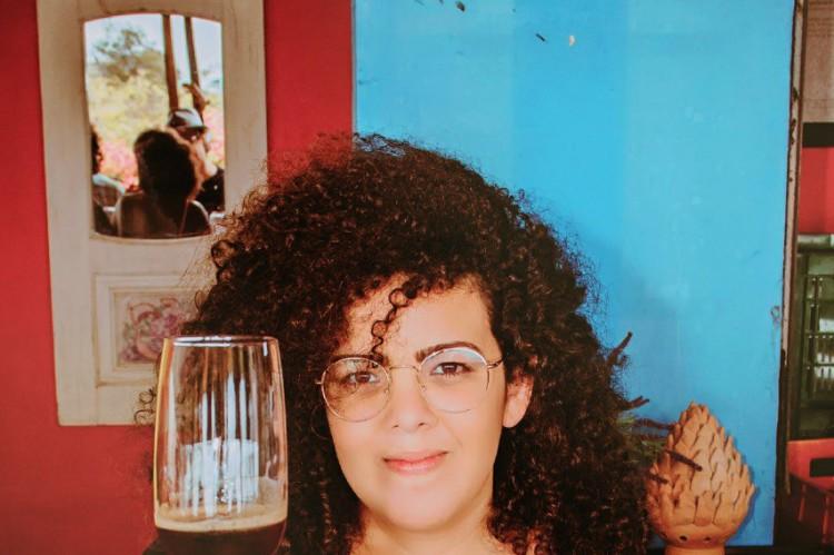 @nunadhine  é o perfil da sommelère e cervejaria Nadine França, de Recife, coordenadora do Instituto da Cerveja em Pernambuco, diretora da Confraria Feminina de Cervejas Maria Bonita e da ACervA-PE e coordenadora do Núcleo da Diversidade da Abracerva Brasil.   (Foto: divulgação)
