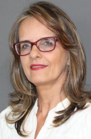 Cecília Cunha, doutora em Literatura, autora do livro Além do amor e das flores. Primeiras escritoras cearenses