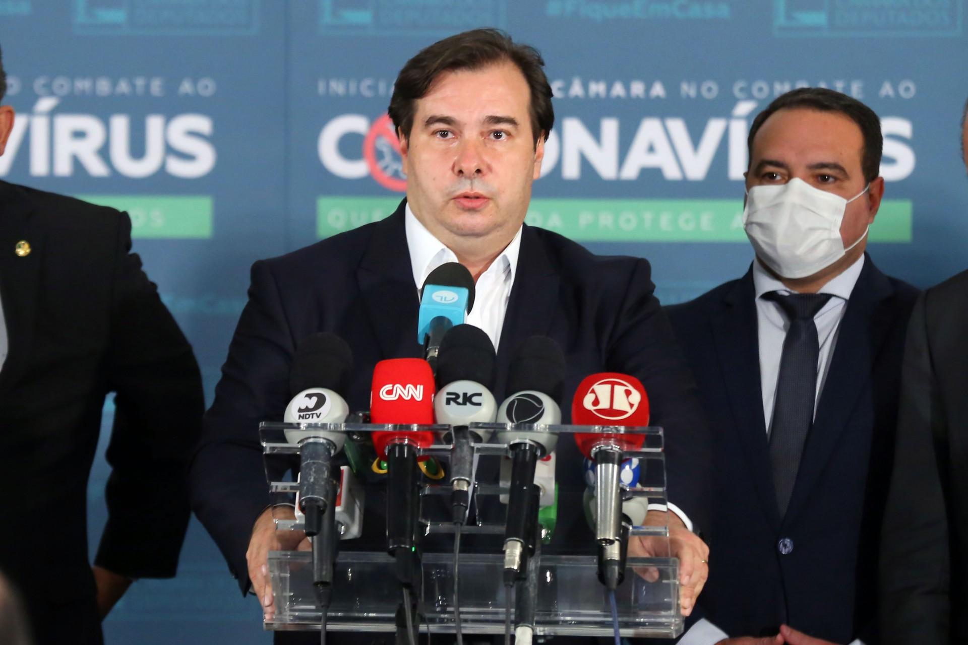 GOVERNO fez ontem entrega simbólica da reforma administrativa ao presidente da Câmara Rodrigo Maia