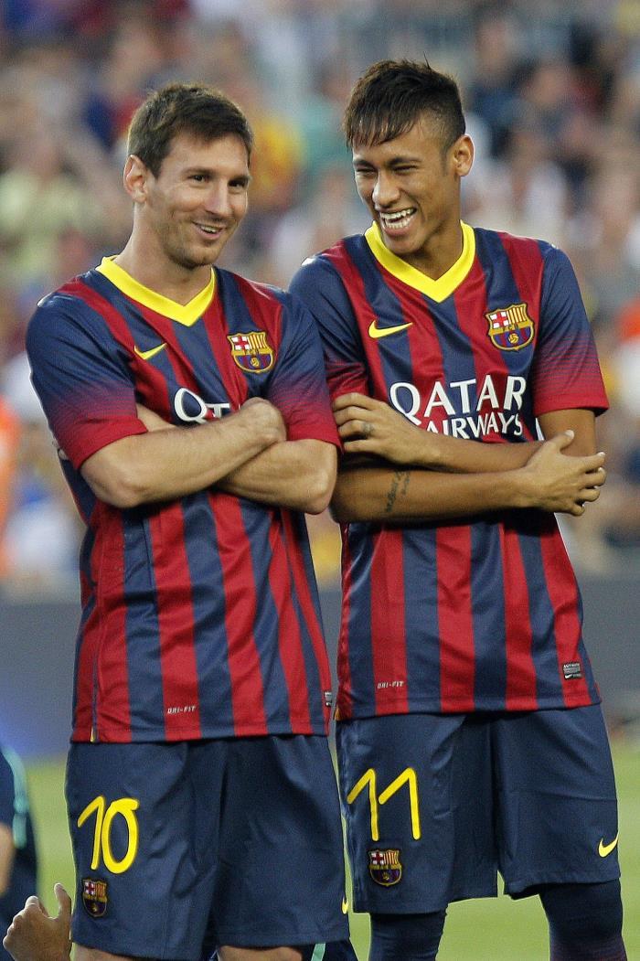 Os atacantes argentino Lionel Messi e o brasileiro Neymar (quando ainda jogava no Barcelona em 2013): uma parceria que deixou saudade e não apenas nos dois (FOTO AFP / QUIQUE GARCIA)