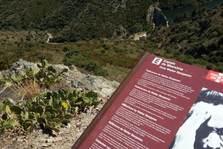 Memorial a Walter Benjamin na cidade de Portbou, na Espanha