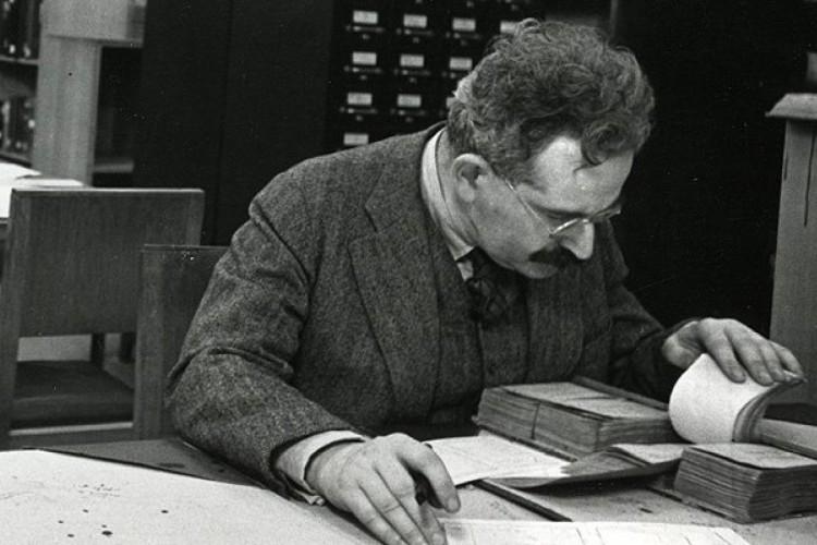 Walter Benjamin na Biblioteca Nacional da França, em 1937