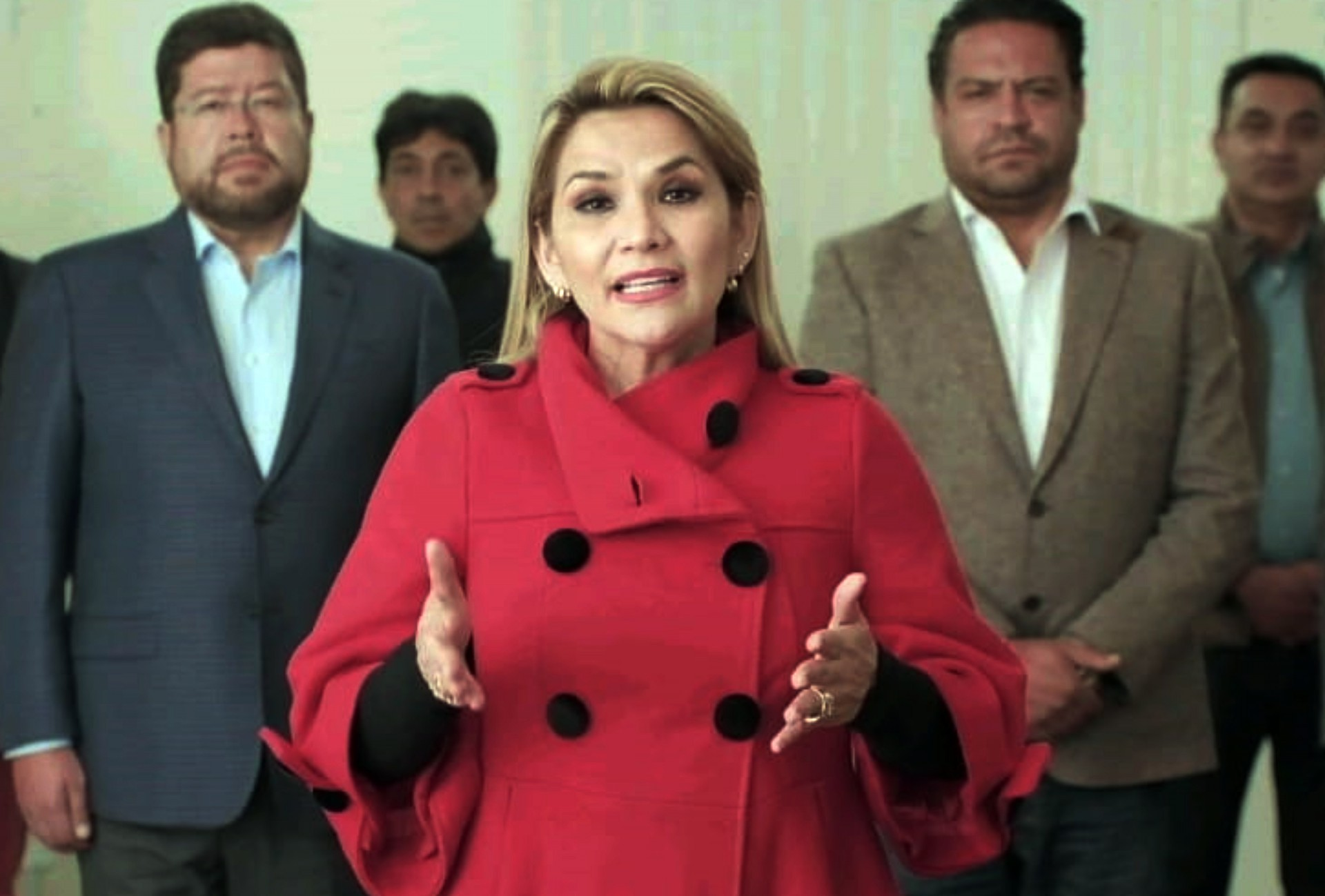 A presidente interina da Bolívia, Jeanine Añez, anuncia retirada da corrida presidencial um mês antes das eleições em La Paz, Bolívia (Foto: PRESIDENCIA / AFP)