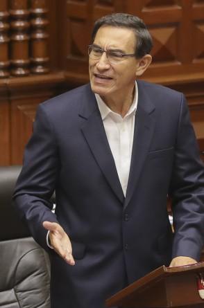 Presidente Martin Vizcarra apresentando uma declaração no Congresso onde enfrentou um julgamento de impeachment, em Lima, em 18 de setembro de 2020, do qual saiu vitorioso (Foto de Andres VALLE / Presidência do Peru / AFP)