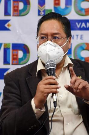 Candidato presidencial boliviano do partido Movimento pelo Socialismo (MAS), Luis Arce lidera as pesquisas desde que foi nomeado em janeiro. Mas no mais recente levantamento, viu se aproximar o ex-presidente Carlos Mesa. (Foto de Aizar RALDES / AFP)