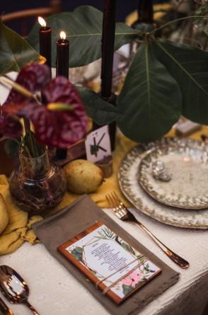 Charme à mesa: detalhe da louça de cerâmica compondo o estilo