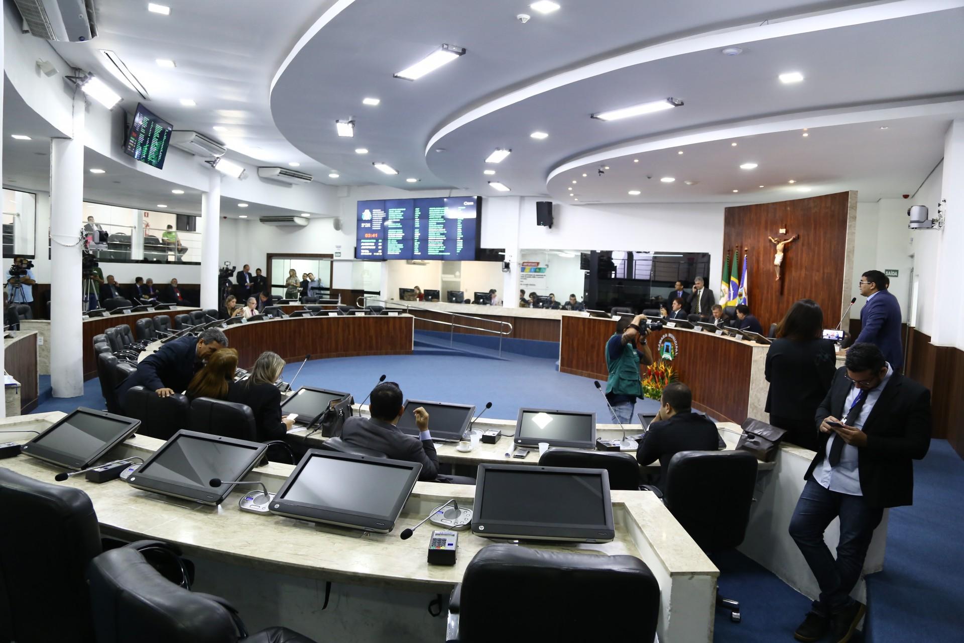 PRIMEIRAS sessões do ano na Câmara Municipal têm sido marcadas por intensos debates sobre mudanças nas aposentadorias
