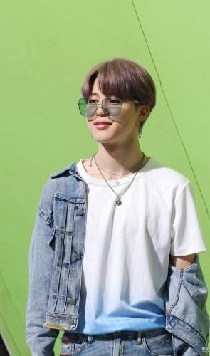 Jimin (BTS), 25. Recebeu em 2018, com o BTS, o Mérito Cultural Hwagwan do Ministério da Cultura, Esportes e Turismo.