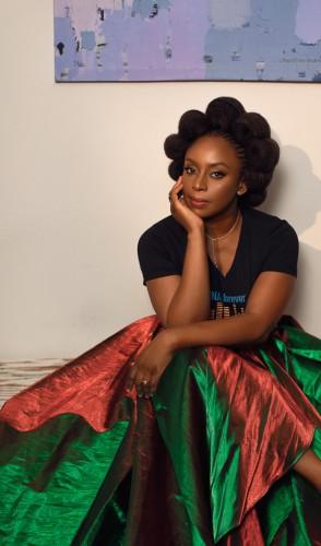 Chimamanda Ngozi Adichie é das mais festejadas escritoras africanas. Nigeriana, ficou ainda mais conhecida com o livro