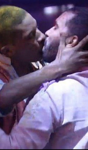 Na festa do dia 6/2, Lucas beija Gil e tem sua bissexualidade questionada pela casa - causando sua desistência do BBB.