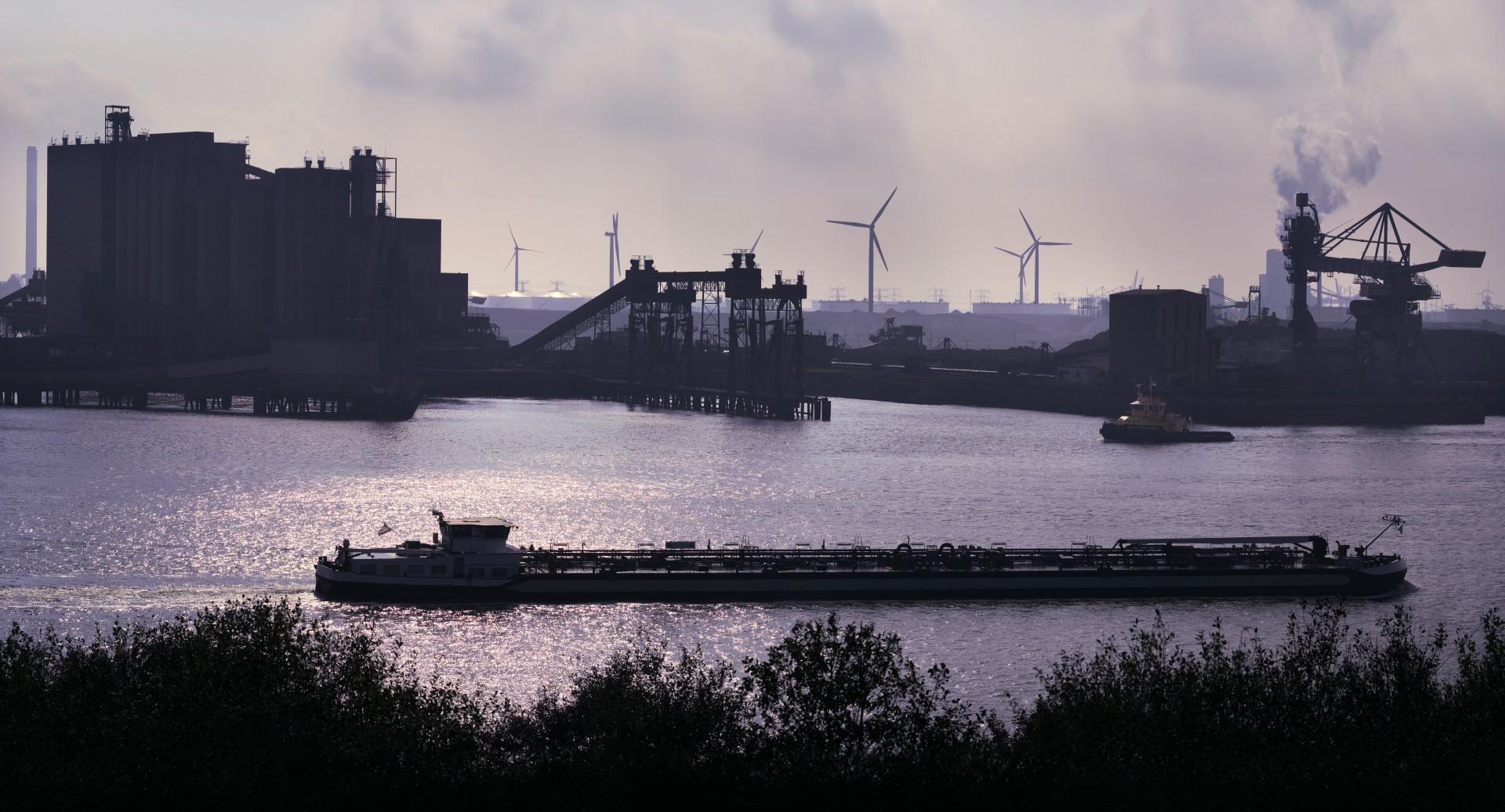 Panorama do Porto de Roterdã, na Holanda, que mantém parceria com o Porto do Pecém, no Ceará(Foto: EschCollection/Gettyimages)