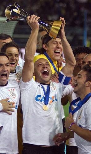 Nos últimos dez anos, apenas um conseguiu esse feito: o Corinthians, em 2012.