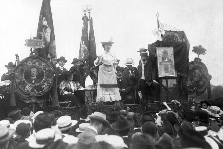 Sob a liderança de Rosa e Karl, os Espartaquistas lideraram um movimento contra o governo alemão e chegaram a tomar Berlim, em 1918. Foram derrotados e seus líderes, presos.