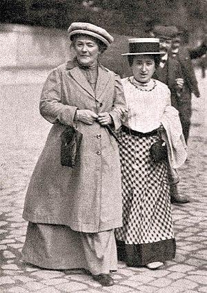 Rosa Luxemburgo instala-se em Berlim, passa a militar no Partido Social Democrata Alemão e torna-se uma das principais líderes do partido.