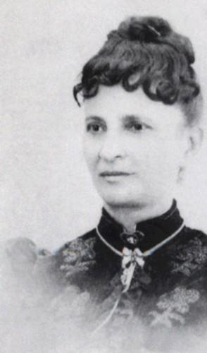 Níssia Floresta - É uma das pioneiras do feminismo no Brasil, em especial na educação. Foi a 1ª mulher a publicar em jornais.