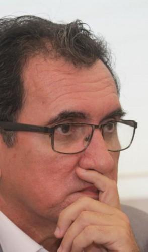 Economista Flávio Ataliba, professor e secretário executivo de Planejamento e Orçamento da Seplag-CE, é um dos signatários da carta  (Foto: MAURI MELO)
