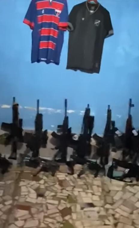 """Criminosos da """"Tropa do Lampião"""" apareceram em redes sociais ostentando fuzis. Em um dos vídeos, fizeram menção ao Estado com camisas de Ceará e Fortaleza"""