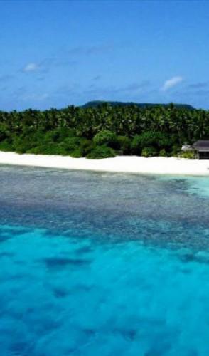 TONGA, que é um reino com mais de 170 ilhas do Pacífico Sul e 104 mil habitantes.