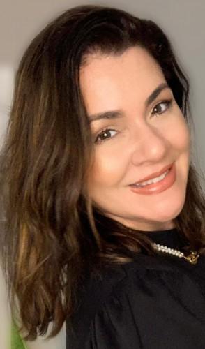 Ligia Sales é jornalista formada pela UFC, com mestrado em Semiótica pela PUC-SP e pesquisadora de neuromarketing