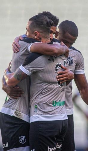 Jogadores comemoram o primeiro gol do Ceará no duelo contra o Salgueiro pela última rodada da fase de grupos Copa do Nordeste 2021 (Foto: Stephan Eilert / Ceará SC)