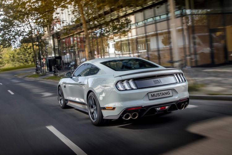 ntre outros avanços, o modelo de 483 cv conta com peças dos icônicos Bullitt, Shelby® GT350 e Shelby® GT500