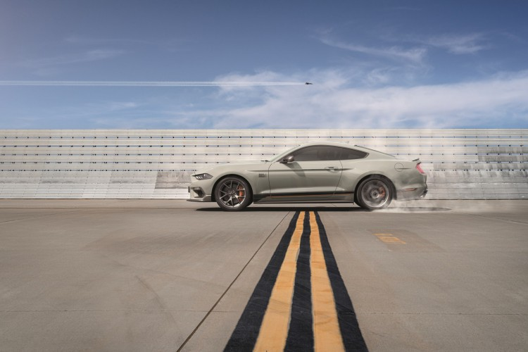 O Mustang V8 teve os pedidos de reserva abertos nesta sexta-feira (16) no Brasil