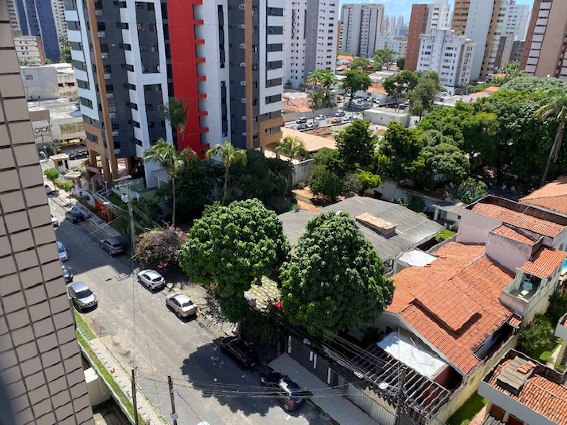 Janela de casa para a rua Professor Dias da Rocha