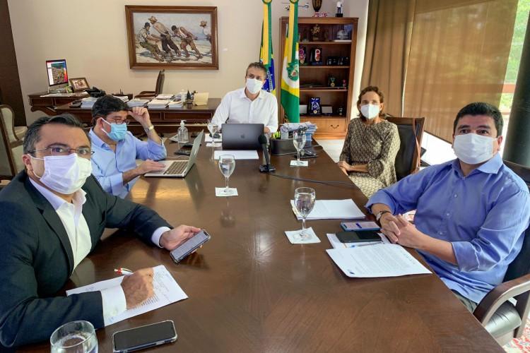 Reunião do Comitê de Enfrentamento e Prevenção à Covid-19 com o governador Camilo Santana (PT) nesta sexta-feira, 23 (Foto: Divulgação)