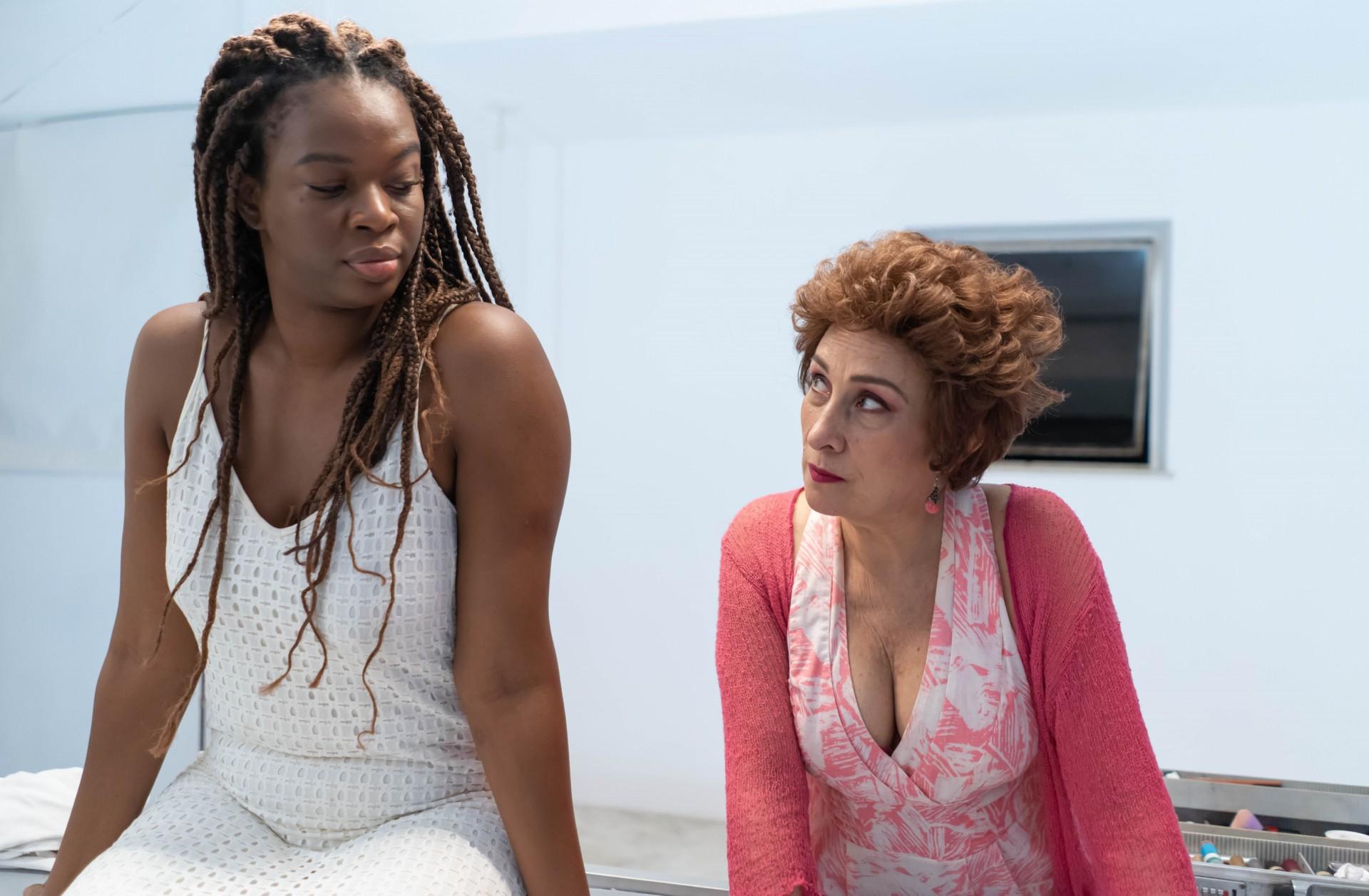 Atrizes Noemia Oliveira e Maria Adélia na obra cênica