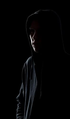 Geralmente, seus praticantes agem marcando presença virtualmente como forma de coagir suas vítimas.