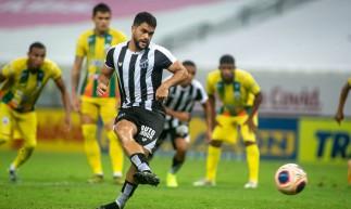 Felipe Silva marcou de pênalti o gol do empate do Ceará diante do Pacajus pela segunda rodada do Campeonato Cearense (Foto: Divulgação/Stephan Eilert/Ceará SC)