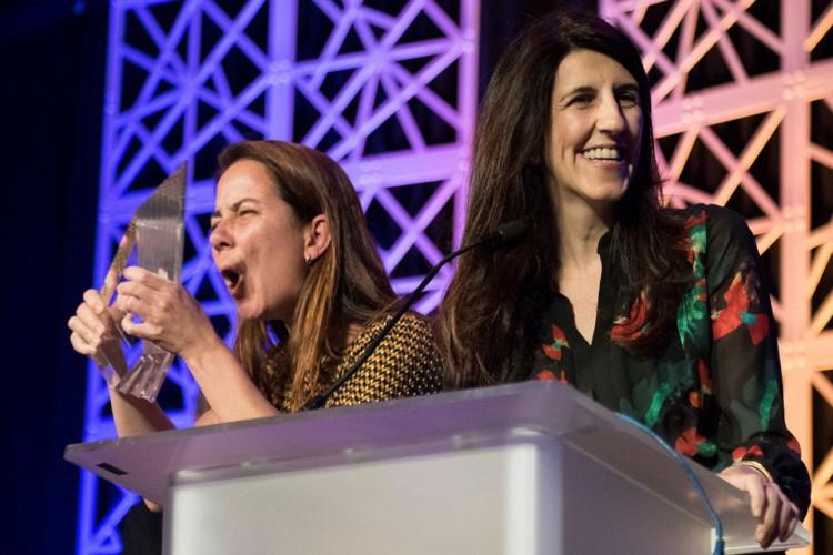 O Nexo Jornal recebeu o prêmio de Excelência Geral em Jornalismo Online, na categoria Pequenas Redações, em concurso promovido pela Online News Association. Renata Rizzi e Paula Miraglia recebendo o prêmio