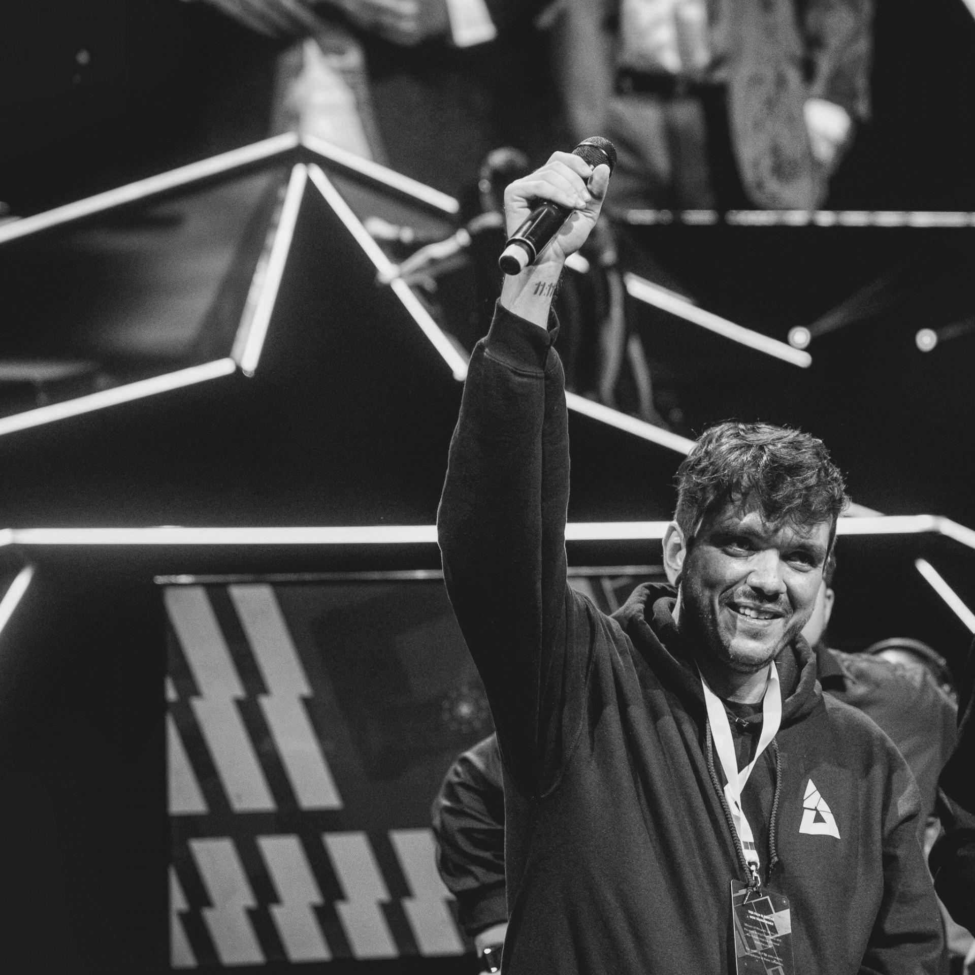 Alexandre Borba Chiqueta, conhecido como Gaulês, é o maior streamer do Brasil e um dos mais importantes do mundo. Ele usou as suas redes sociais para criticar a cobertura da imprensa sobre a pandemia(Foto: REPRODUÇÃO TWITTER)
