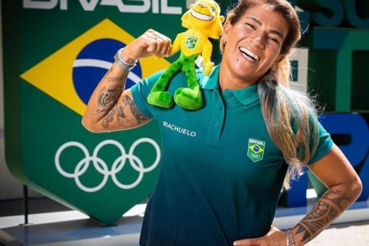 Silvana Lima posa com o uniforme do 'Time Brasil'(Foto: REPRODUÇÃO/INSTAGRAM)
