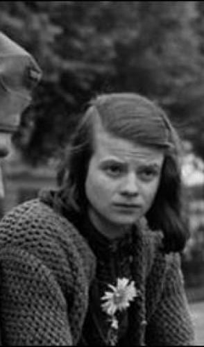 Hans e seus amigos fundaram o grupo Weiße Rose (Rosa Branca). Sophie entrou no movimento em 1942.