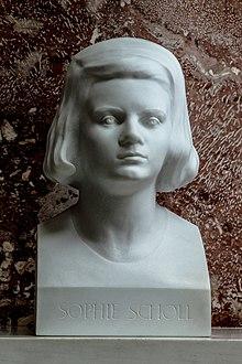 Sophie Scholl foi uma estudante alemã que enfrentou o regime do Partido Nazista.