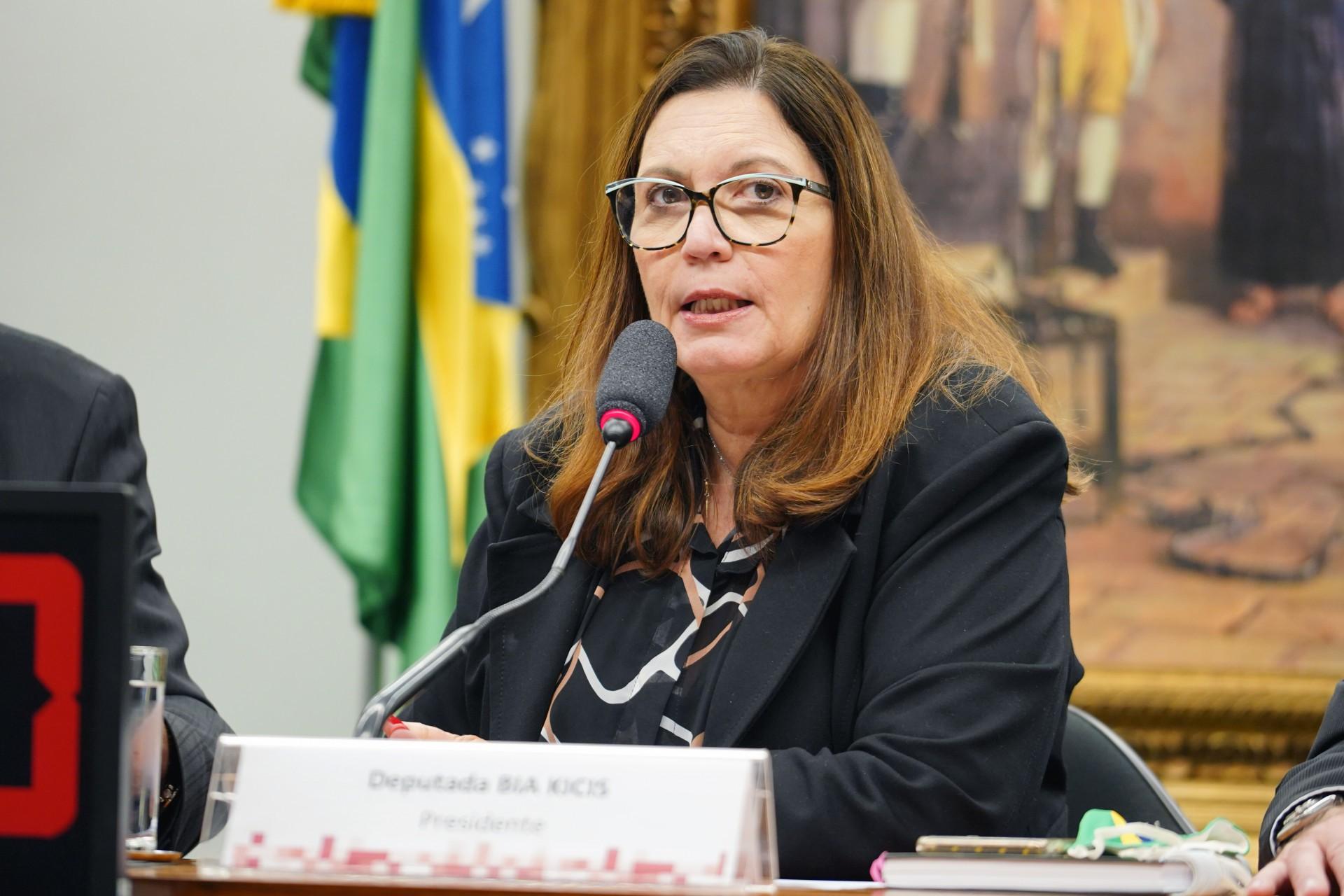 Bia Kicis (PSL-DF) é presidente da CCJ da Câmara e autora da PEC