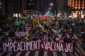 Manifestantes participam de um protesto contra o tratamento da pandemia COVID-19 pelo presidente brasileiro Jair Bolsonaro em São Paulo, Brasil, em 29 de maio de 2021. (Foto: NELSON ALMEIDA / AFP)