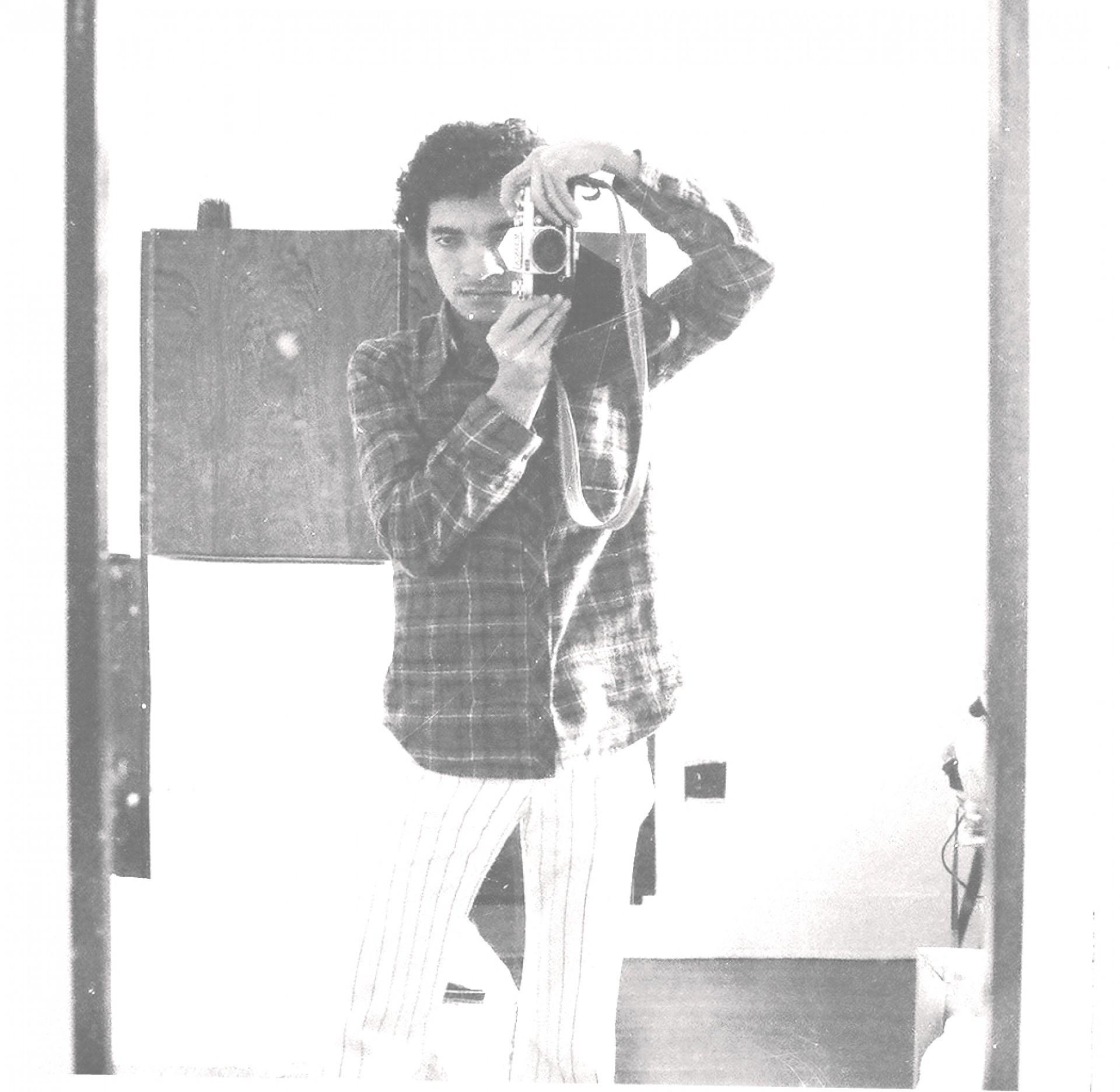 """O poeta e médico cratense Assis Lima organizou a coletânea """"Cartas da Juventude"""". A foto é de 1976."""