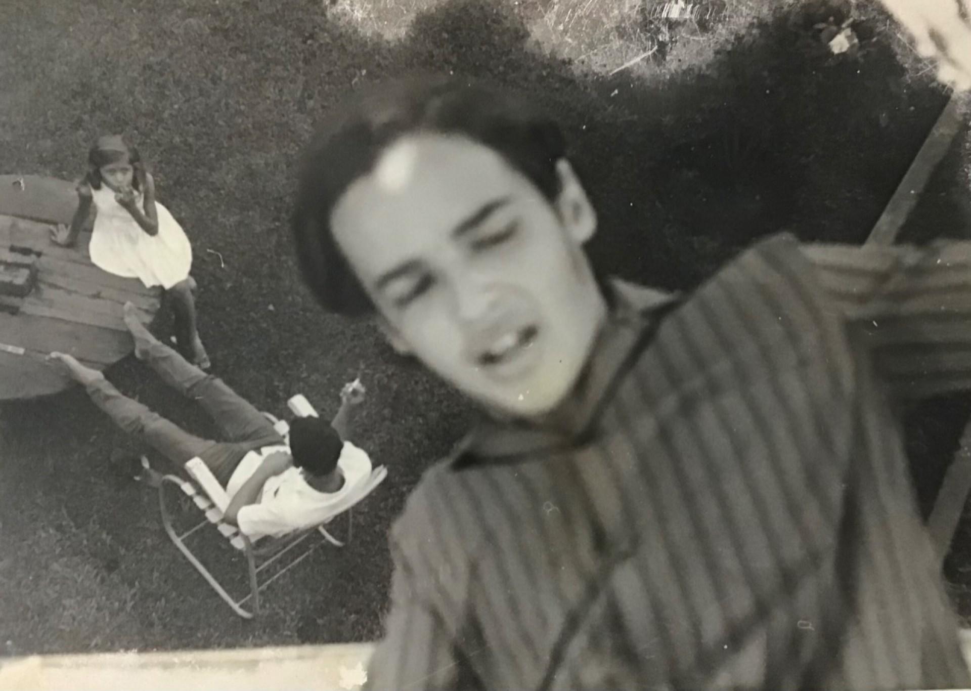 """O músico Tiago Araripe é um dos autores presentes no livro """"Cartas da Juventude"""""""