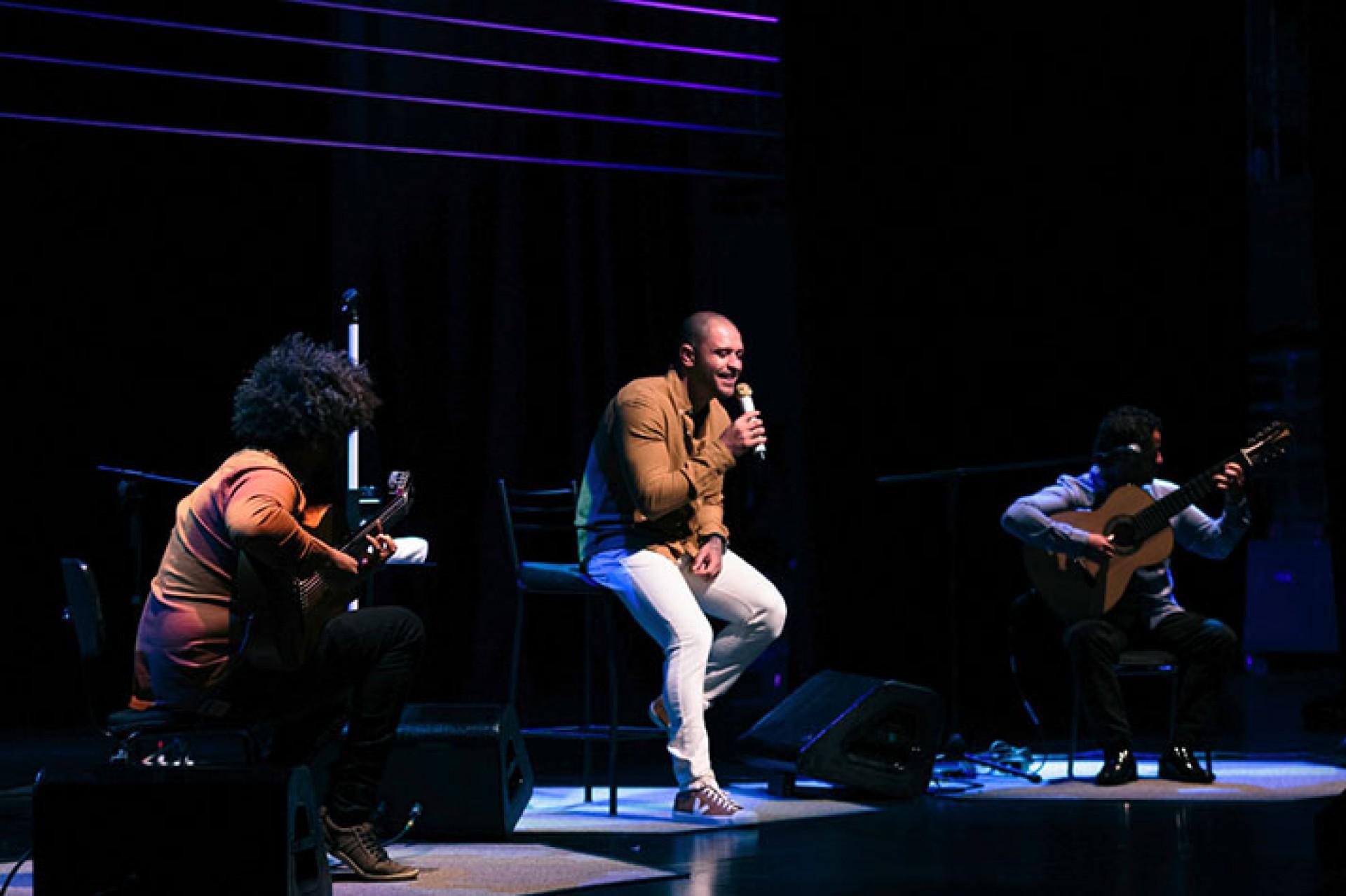 O cantor Diogo Nogueira fará uma live neste sábado, 12, dedicada aos apaixonados no Dia dos Namorados