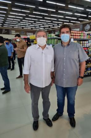 Miguel Figueiredo e Flávio na inauguração da nova loja da rede de supermercados Guará