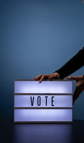 Por ser uma tecnologia segura, pode ser usada para validar outros procedimentos virtuais, como o voto eletrônico.