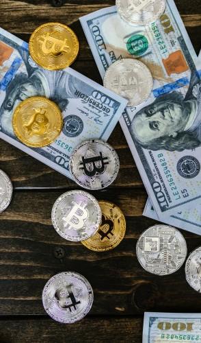 A tecnologia registra qual a moeda usada, a quantia transacionada, o remetente, o destinatário e a data da operação.